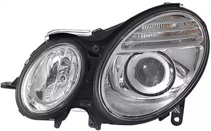 Права фара ближнього світла на Mercedes-Benz W211 HELLA 1EL 009 260-081.
