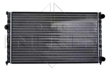 Радиатор охлаждения двигателя на SEAT LEON 'NRF 50458'.