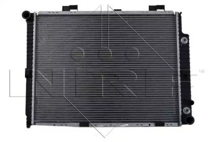 Радіатор охолодження двигуна на Mercedes-Benz W210 NRF 58100.