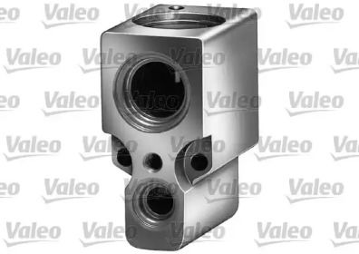 Расширительный клапан кондиционера на VOLKSWAGEN PASSAT 'VALEO 508641'.