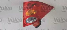 Задний правый фонарь на Пежо 1007 'VALEO 043076'.