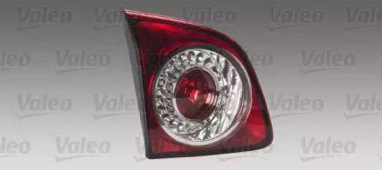 Задний правый фонарь на Фольксваген Гольф 'VALEO 044068'.