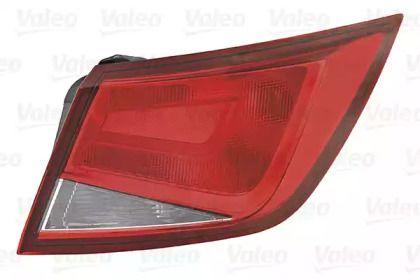 Задний правый фонарь на SEAT LEON 'VALEO 045323'.