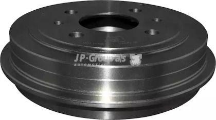 Задний тормозной барабан на FIAT 500C 'JP GROUP 1563501100'.