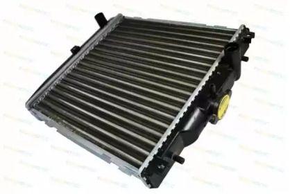 Радиатор охлаждения двигателя 'THERMOTEC D70001TT'.