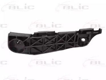 Праве кріплення переднього бампера 'BLIC 5504-00-8179932P'.