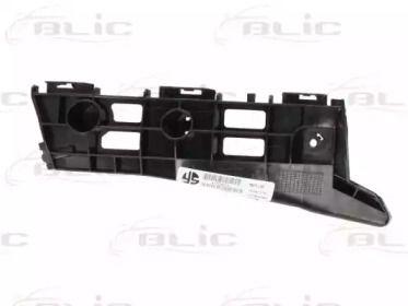 Праве кріплення переднього бампера 'BLIC 5504-00-8199934P'.