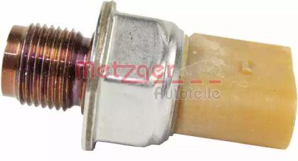Датчик давления топлива на Фольксваген Джетта 'METZGER 0906182'.