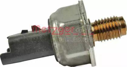 Датчик давления топлива 'METZGER 0906212'.